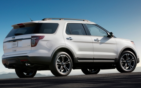 2013-Ford-Explorer-Sport-Rear-Profile