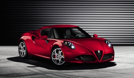 Alfa-Romeo-4C-Official-Front