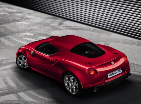 Alfa-Romeo-4C-Official-Rear