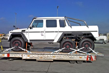 Mercedes-G-63-AMG-6x6-V8-Biturbo-Side